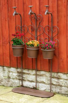 """Tippy Tappy"" Triple pot garden planter : Black Country Metalworks Ltd Garden Yard Ideas, Diy Garden Decor, Garden Projects, Garden Pots, Planter Garden, Balcony Plants, House Plants Decor, Plant Decor, Herb Planters"