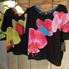 Blusas O r q u í d e a  #Orquídea moda y diseño venezolano   Lasmercedes@disenomm.com  Pronto nos mudamos al Centro San Ignacio - Caracas y gran apertura en Lechería Edo. Anzoátegui.   #moda #mm #fashion #trendy #venezuela #venezolana #pinterest #instagood #carteras #blusas #diseño #diseñovenezolano #buenvestir #camisa #pants #accesorios #zarcillos #collares #pulseras #jewelry #good #demoda #cool