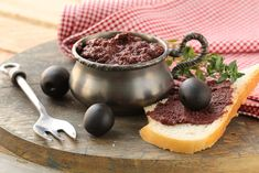 Black Olive Tapenade, and 4 other delicious appetizers. Quick Appetizers, Easy Snacks, Appetizer Recipes, Delicious Appetizers, Vegan Sandwich Filling, Sandwich Fillings, Olive Spread, Veggie Recipes, Healthy Recipes