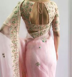 Check out the latest of blouse design images. This gallery will give you a better idea on which blouse design for your next saree purchase. Latest Elegant Sari Click above VISIT link to find out Blouse Back Neck Designs, Fancy Blouse Designs, Bridal Blouse Designs, Choli Designs, Choli Back Design, Moda India, Sari Bluse, Indie Mode, Saris