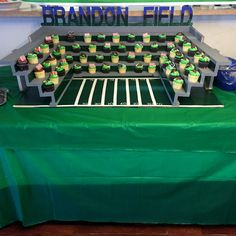 58 Ideas for cupcakes decoration football Football Banquet, Baseball Party, Soccer Party, Cake And Cupcake Stand, Cupcake Display, Cupcake Wars, Football Party Decorations, Football Themes, Soccer