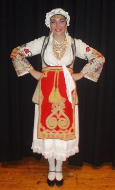 Η παραδοσιακή ενδυμασία της Αράχωβας - The traditional women's Greek folk costume from the town of Arahova in Central Greece.