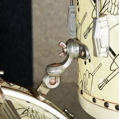 """Summary Taken from Ludwig's logo """"Tops in the Drum World"""" - The Ludwig & Ludwig Top Hat & Cane Drum Kit is considered to be one of the rarest an Ludwig Drums, Vintage Drums, How To Play Drums, Drum Kits, Drummers, Percussion, Sticks, Shells"""