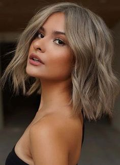 Browsing for modern bob cuts for perfect short haircuts in 2020? If yes then see here so much best shades of latest blonde hair colors worn by the top beautiful ladies in current year. We assure you for unique short haircut style by following this awesome bob haircuts in current year. Medium Hair Cuts, Long Hair Cuts, Medium Hair Styles, Short Hair Styles, One Length Haircuts, New Haircuts, Popular Haircuts, Blonde Bob Haircut, Lob Haircut
