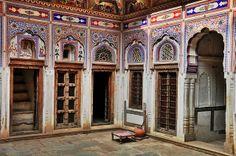 Inner courtyard of the Morarka Haveli, Shekhawati | Flickr: partage de photos!