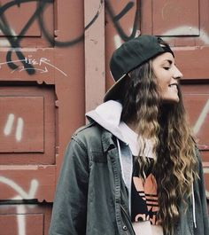 In love with this look fashion swag hip hop street style. Androgynous Fashion, Tomboy Fashion, Look Fashion, Fashion Outfits, Fashion Women, Skater Girl Style, Skater Girls, Skater Girl Fashion, Tomboy Outfits