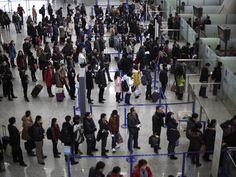 Las nuevas medidas de seguridad en los aeropuertos de EEUU incluyen revisar los teléfonos celulares