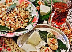 Dooymanj or Dooymash in Azeri, is a nostalgic ceremonial early evening snack served in Tabriz with melted hand churned butter and torta Evening Snacks, Afternoon Snacks, Arabic Food, Arabic Dessert, Arabic Sweets, Types Of Bread, Vegetarian Appetizers, Appetisers, Cooking Time