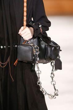 Loewe Fall 2016 Ready-to-Wear Fashion Show