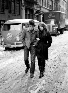 "Beware of snow! - ""The Freewheelin' Bob Dylan"", by Don Hunstein http://oigofotos.wordpress.com/2013/08/16/una-de-las-mas-bellas-y-romanticas-portadas-de-disco-the-freewheelin-bob-dylan-por-jesus-ordovas/"