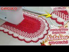 Tapete de Vaso Dupla Face Natalino em Crochê - YouTube Canal E, Crocheting, Youtube, Bathroom Mat, Crochet Carpet, Sunflower Bathroom, Bathroom Sets, Crochet, Knits