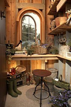 garden shed/potting shed