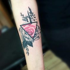 Triangle rose tattoo by Trudy Lines. Rose tattoos are one of the most sought after tattoos in the world and has always been a classic symbol of beauty, balance and love. Dreieckiges Tattoos, Time Tattoos, Flower Tattoos, Body Art Tattoos, Small Tattoos, Cool Tattoos, Tatoos, Wrist Tattoo Cover Up, Cover Up Tattoos