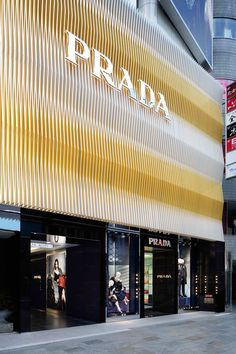 PRADA | ROBERTO BACIOCCHI. Tokyo. The facade is inspired by the work of the artist Carlos Cruz-Diez.