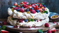 Pavlova til - Ida Gran Jansen Tapas, Pavlova Cake, Holiday Cakes, Sugar And Spice, No Bake Desserts, Sweet Recipes, Sweet Treats, Food And Drink, Sweets