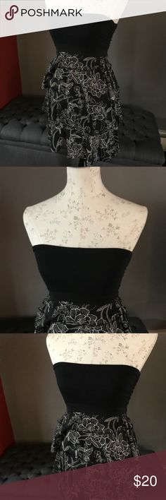 "Express- black and white strapless dress. XXS Black and white strapless dress with built in shelf bra.  Mannequin is approx. 5'3""  Brand: Express Size: XXS  Condition: good, worn once. Express Dresses"
