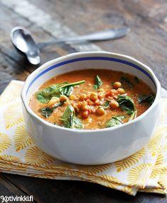 Kokkaa liharuoan sijaan herkullinen kikhernekastike. Currytahnalla ja korianterilla maustettu kastike tarjoillaan riisin kanssa.