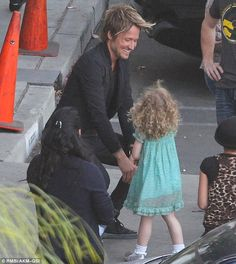 So cute! Keith looked happy to see his youngest daughter after taping an episode of American Idol on Wednesday
