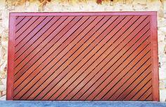 Portão de Madeira EP-314 pode ser revistido com madeira ipê ou jatoba no desenho vertical, diagonal, espinha de peixe ou losango (assoalho, deck ou lambril).
