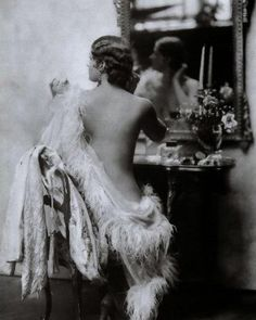 The photography of Alfred Cheney Johnston. ...beautiful #style #fashion #glamour #sexappeal #1920s #blackandwhitephotography #allure…