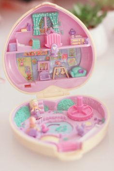 Polly Pocket collecting.