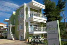 Eco Green Living Toroni Right across the Blue Flag Toroni Beach with free sun loungers and umbrellas, Eco Green Living features energy-saving apartments with views of Toroneos Gulf. Free WiFi is available throughout.