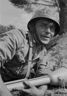 Finnish anti-tank soldier with German made anti-tank weapon Panzerfaust in Ihantala 1944.06.30