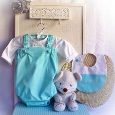 Ranita en color menta para BabyEduardo! A juego con una camisa blanca ideal y el babero personalizado! ⭐️⭐️⭐️