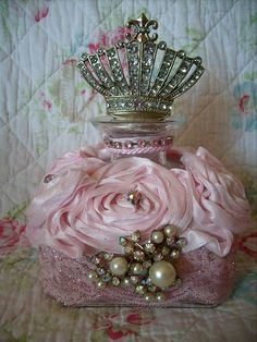 French, Shabby, Marie Antoinette style, Altered Art Crown Bottle by Stephanies Cottage! Perfumes Vintage, Antique Perfume Bottles, Vintage Perfume Bottles, Pink Perfume, Chic Perfume, Shabby Chic Stil, Estilo Shabby Chic, Bottle Art, Bottle Crafts