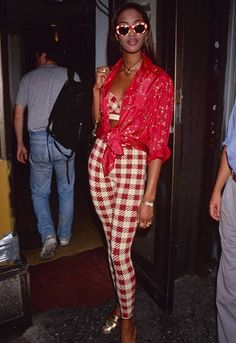 Naomi Campbell in matching red and white gingham print. 90s Fashion, Fashion News, Fashion Models, High Fashion, Vintage Fashion, Fashion Outfits, Fashion Events, Celebrities Fashion, Vivian Maier