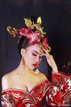 Pretty Asian, Beautiful Asian Women, Traditional Fashion, Traditional Dresses, Oriental Fashion, Asian Fashion, The Empress Of China, Chinese Kimono, China Girl