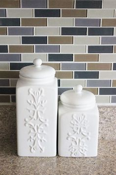 crafts to make and sell thrift stores Thrift Store Canisters + Spray Paint = Makeover! Spray Paint Ceramic, Ceramic Painting, Spray Painting, Thrift Store Shopping, Thrift Store Crafts, Thrift Stores, Thrift Store Finds, Upcycled Home Decor, Kitchen Canisters