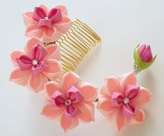 Peine del pelo de flores de tela Kanzashi. Peine de por JuLVa