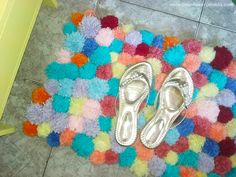DIY - Decoração do quarto com pompons | Almofada de pompom, tapete de pompom e mais! - Casinha Arrumada