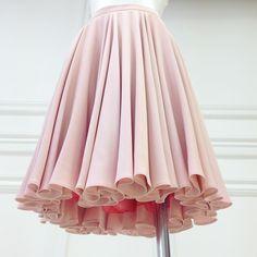 """Весна - пора цветения! И мы рады сообщить, что в нашей весенней коллекции снова появились юбки """"Супер-солнце"""", похожие на цветочные бутоны. Первые модели уже представлены в бутиках и в интернет-магазине МАКУХИН"""