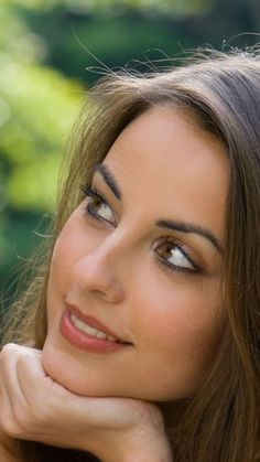 head shot of brunette pink lips in a portrait of love Most Beautiful Faces, Beautiful Eyes, Simply Beautiful, Absolutely Stunning, Gorgeous Women, Girl Face, Woman Face, Portrait Photos, Portraits
