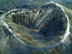 Este es el cráter del volcán Paricutin que se encuentra localizado en el estado de Michoacán. Tiene una elevación de 2.800 metros sobre el nivel del mar.