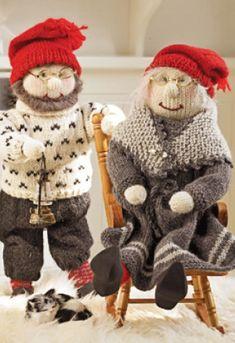 Bilderesultat for på låven sitter nissen Knitting Dolls Free Patterns, Knitted Dolls Free, Free Knitting, Baby Knitting, Crochet Patterns, Christmas Farm, Norwegian Christmas, Scandinavian Christmas, Christmas Crafts