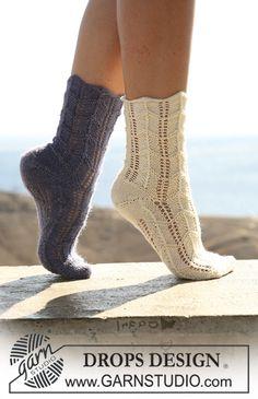 "DROPS Socken mit Lochmuster in ""Alpaca"" oder ""Fabel"". ~ DROPS Design"