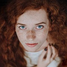 Beautiful Freckles, Beautiful Red Hair, Gorgeous Eyes, Beautiful Redhead, How To Feel Beautiful, Beautiful Women, Red Hair Freckles, Redheads Freckles, Redhead Models