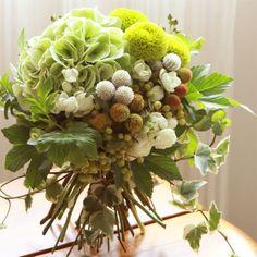 Pretty for table arrangement Wedding Table Flowers, Bridal Flowers, Love Flowers, Floral Wedding, Beautiful Flowers, Flower Bouqet, Flower Arrangements Simple, Hand Bouquet, Deco Floral