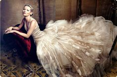 This is a fashion Photograph shot for Vogue May 2009 issue. The photographer, Annie Leibovitz, tries to capture the Model, Kate moss, In a Marc Jacobs gown. Annie Leibovitz Photos, Anne Leibovitz, Annie Leibovitz Photography, Kate Moss Wedding Dress, Wedding Dresses, Diana Wedding, Tulle Wedding, Vanity Fair, Mode Glamour