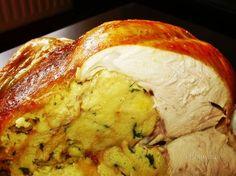 Pečené plnené kura - vôňa poctivej domácej kuchyne. Ak je na vás celé kura príliš veľké, skúste upiecť kuraciu roládu.