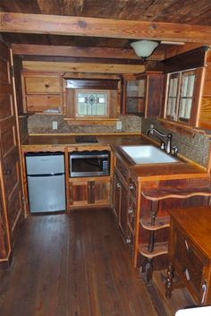 Now that is a fantastic kitchen in a tiny house, I love this would like to build something like this for myself.