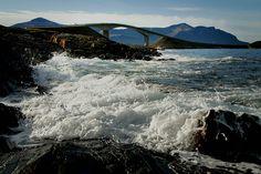 Storseisundbrua, sett fra Eldhusøya.    Foto: Magne Flemsæter