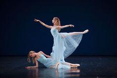Sérénade de George Balanchine / Myriam Ould-Braham et Eleonora Abbagnato / ©ONP/Sébastien Mathé