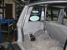 nice 8 point roll cage   http://barnettperformance.net/index.php?main_page=product_info&cPath=4&products_id=7&zenid=23sc70rv8kueec56vn77ik9qj3