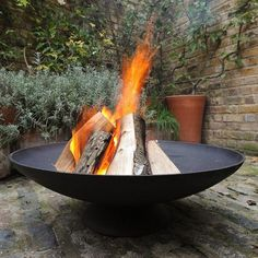 Outdoor Fire Pits, Fire Bowls and Braziers are more popular then ever and have seen a rising year on year trend over the last 5 years. To meet demand there are now hundreds of different designs from folding/portable Fire Bowls which are ideal for the … Fire Pit Swings, Fire Pit Area, Garden Fire Pit, Fire Pit Backyard, Fire Pit Ideas Uk, Fire Pit Images, Outdoor Fire, Outdoor Decor, Types Of Fire