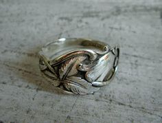 Silver spoon ring made by Gesi Fork Jewelry, Metal Jewelry, Jewelry Rings, Silver Spoons, Silver Rings, Silverware Art, Spoon Rings, Crafts, Dyi