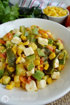 Calabacitas con elote, rajas y queso - Healthy Eating İdeas For Exercise Veggie Recipes, Gourmet Recipes, Mexican Food Recipes, Vegetarian Recipes, Cooking Recipes, Healthy Recipes, Clean Eating, Healthy Eating, Dinner Healthy